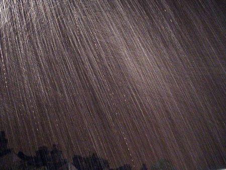 Faros que ocultan las gotas de lluvia
