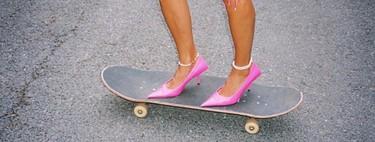 """El street style lo tiene claro: los tobillos se visten con pulseras. Siete maneras de lucir esta """"tendencia"""""""