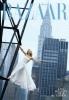 kate-winslet-con-un-vestido-largo-blanco-sostenida-de-una-plataforma.jpg