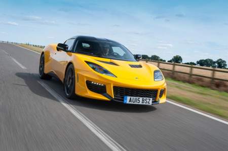 El CEO de Lotus quiere replicar el modelo Porsche: lanzar un SUV para poder seguir haciendo deportivos