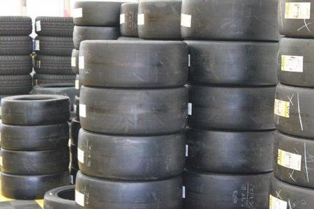 La Fórmula 1 sigue sin proveedor de neumáticos para 2011
