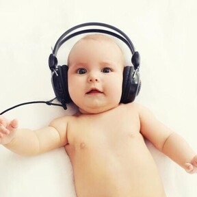¿Cómo saber si mi bebé oye bien? Las primeras pruebas y señales de alerta