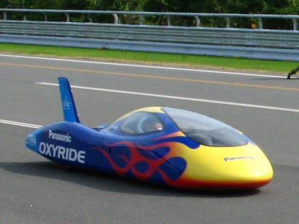 Un coche que funciona a pilas