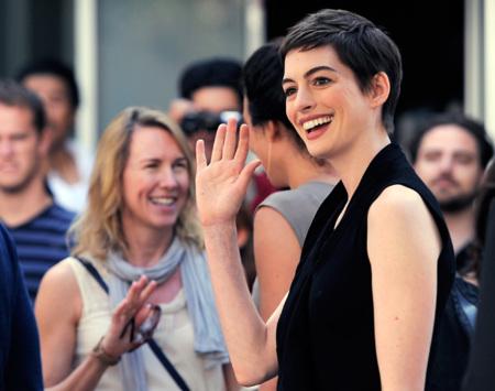 Anne Hathaway, un cambio de look para rejuvenecer varios años