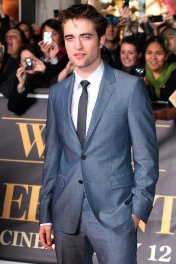 Agarraos los machos que a Robert Pattinson ahora le apetece dar el cante