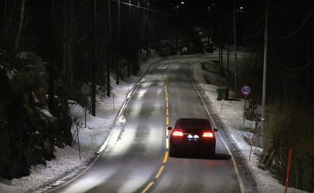 Farolas inteligentes que alumbran sólo cuando pasas: la idea de Noruega para ahorrar energía