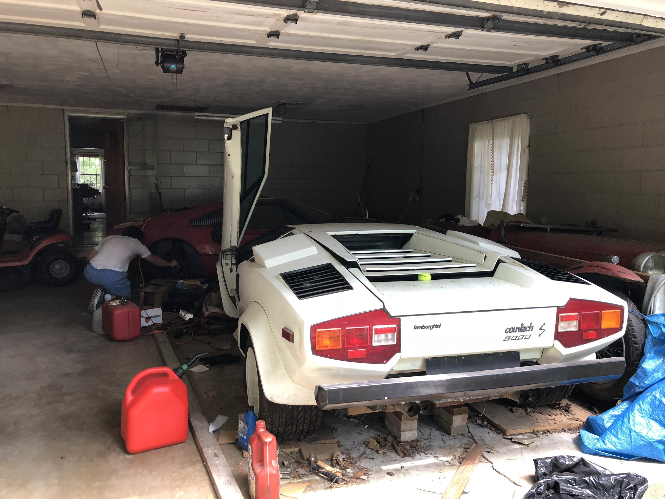 Foto de Encuentran Lamborghini Countach en un garage luego de 20 años (2/7)