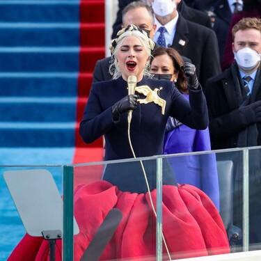 Lady Gaga impacta en la toma de posesión de Joe Biden con un impresionante diseño de Alta Costura y Jennifer Lopez apuesta por Chanel