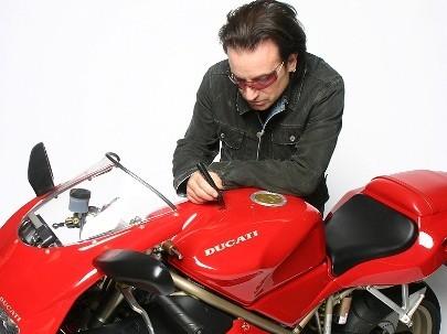 La Ducati 916 de Bono, a subasta por una causa solidaria