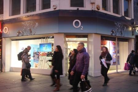 A la filial británica de Telefónica le salen nuevos pretendientes, ante el probable veto a Three