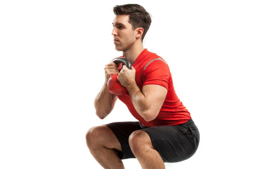 Sentadilla goblet para trabajar glúteos y piernas: cómo hacerla de ...
