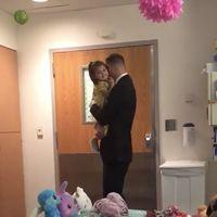Un padre sorprende a su hija de dos años con un baile 'de princesa' para celebrar el final de su quimioterapia