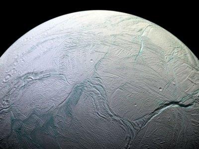Es oficial, Encélado, la luna helada de Saturno, posee un gran océano bajo la superficie