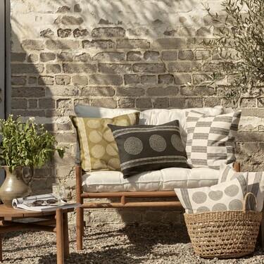 Macetas, fundas, cojines, jarrones: Once artículos de H&M que renovarán tu casa y terraza y están muy rebajados