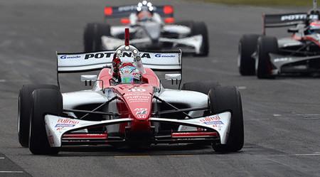 La primera carrera de la Super Fórmula vive un final de infarto y una victoria de Takuya Izawa