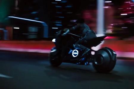 "Honda se mete en ""Ghost in the Shell"" con una futurista moto para Scarlett Johansson"