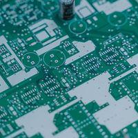 Consiguen una aleación de silicio que transmite fotones, algo que puede dar pie a procesadores mucho más rápidos
