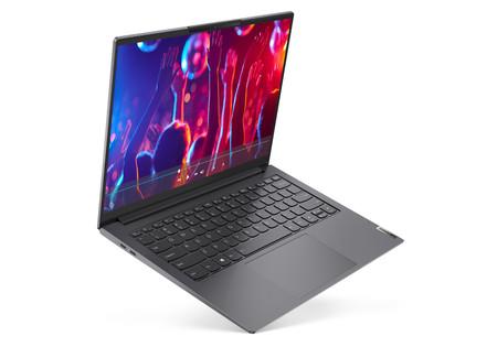 Lenovo renueva su gama de portátiles Yoga con cinco modelos que llegan con procesador AMD y hasta pantalla 2,8K