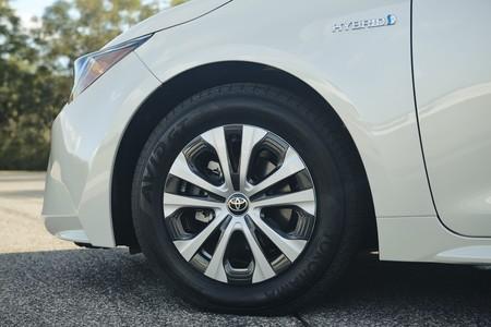 Toyota Corolla Hybrid 16