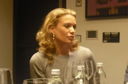 """""""No es sólo una serie de zombis, son los personajes quienes llevan la serie"""", entrevista a Laurie Holden"""
