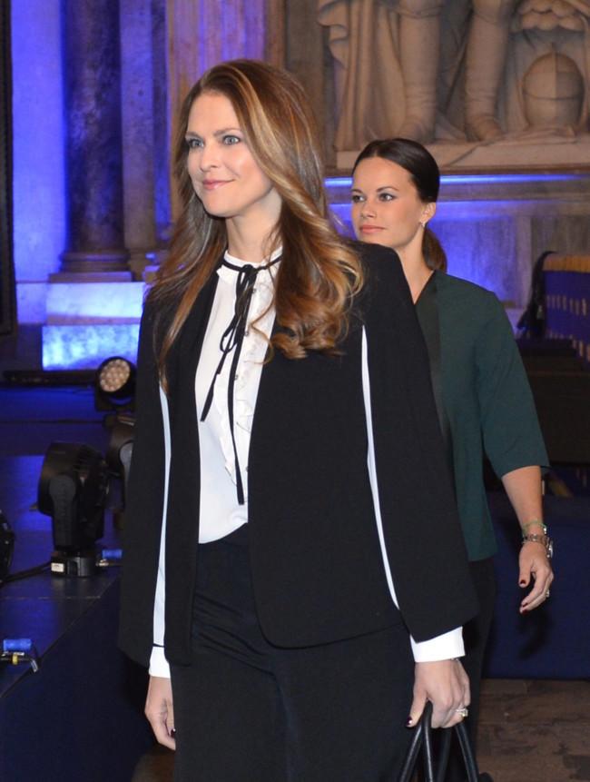 Magdalena de Suecia con capa de Zara