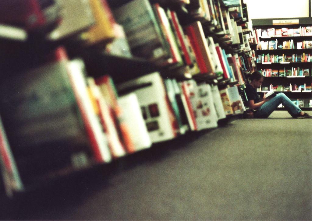 El lector con síndrome de Peter Pan: cuando los mayores compradores de literatura juvenil son adultos