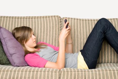 ¿Debe la ley permitir que los padres miremos el móvil de nuestros hijos?