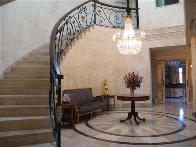Chalet de lujo en la piovera madrid - Escaleras de casas de lujo ...
