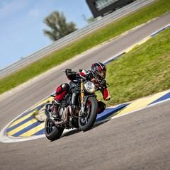 Foto 31 de 68 de la galería ducati-monster-1200-s-2020-color-negro en Motorpasion Moto