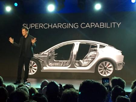 El poder de Twitter y Elon Musk: Un tuit suyo y Samsung pierde $580 mdd en acciones al instante