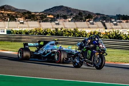 ¡Cazados! Se filtra el primer vídeo de Valentino Rossi con un Fórmula 1 y Lewis Hamilton en una MotoGP