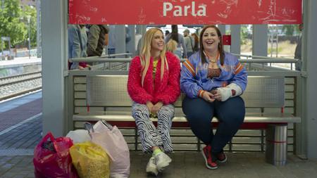 Nuevo tráiler de 'Por H o por B': las protagonistas de 'Pipas' buscan piso en Malasaña en la próxima serie española de HBO