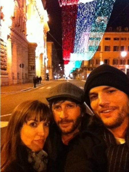 ashton kutcher vacaciones en roma