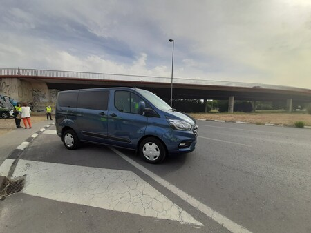 La DGT niega estar usando radares móviles en las furgonetas camufladas que vigilan distracciones