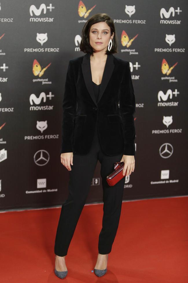 premios feroz alfombra roja look estilismo outfit Clara Alvarado