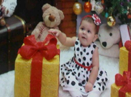 La foto de tu bebé: Tiffany con su regalo de los Reyes Magos