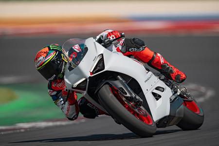 Ducati Panigale V2 White Rosso 2020 4