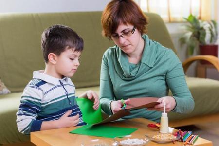 Los dibujos y las manualidades del cole ¿las hacen los niños o los padres?