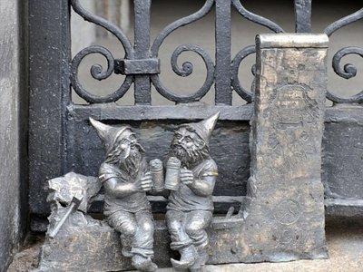 En esta ciudad de Polonia viven cientos de enanitos de bronce