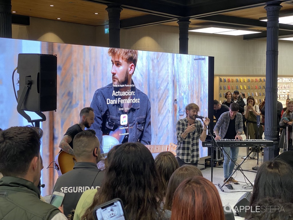 Dani Fernández estrena Apple Puerta del Sol con un concierto de Apple Music