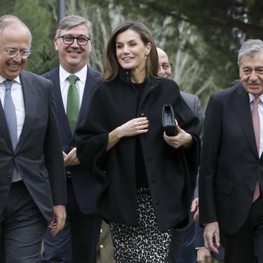 La Reina Doña Letizia recurre de nuevo al animal print de Roberto Verino, así la ha combinado en un día casi invernal