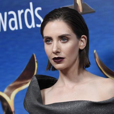 Del blanco de Greta al gótico chic de Alison Brie, estos son los dos looks que adoramos de los WGA Awards