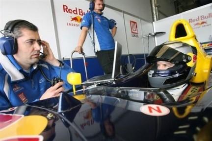 Sebastien Vettel vence, podium para Molina en Nürburgring