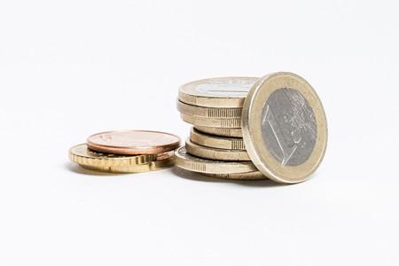 Un trabajador en España cobra 300 euros menos al mes que la media europea