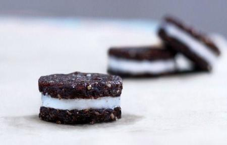 Haz tus propias galletas Oreo (pero mas saludables)