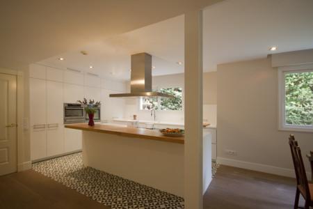 Una buena idea separar ambientes en la cocina con baldosa hidr ulica - Baldosa hidraulica cocina ...