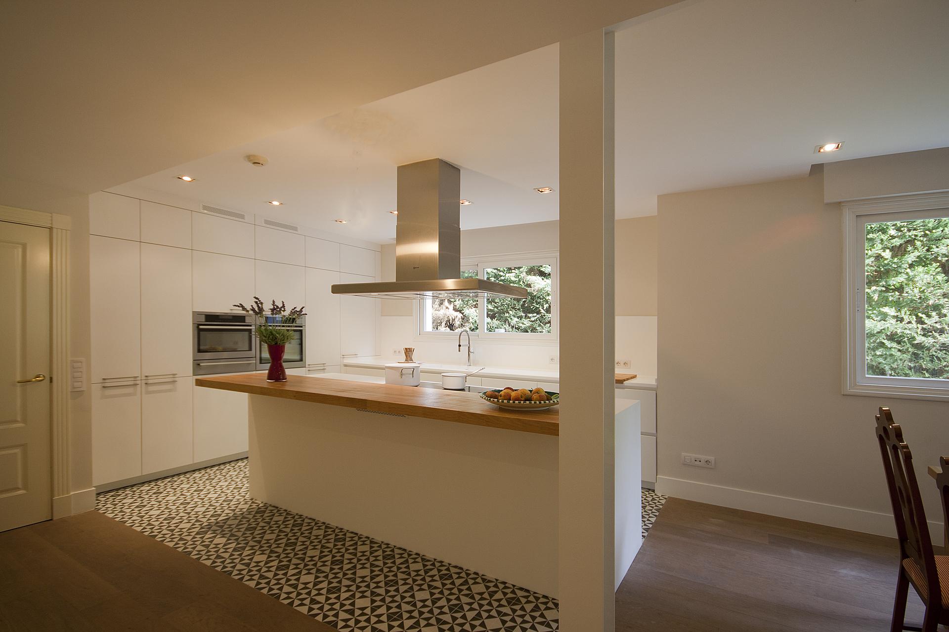 Una buena idea separar ambientes en la cocina con baldosa for Baldosas cocina