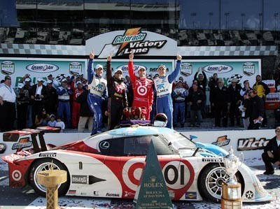 Montoya vuelve a vencer en las 24 horas de Daytona