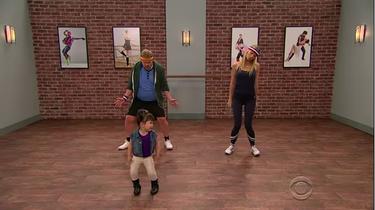 Los peques como profesores de baile: un divertido juego para hacer en casa