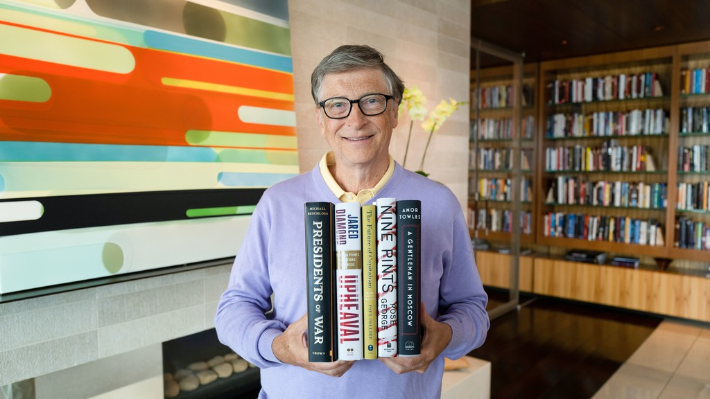 Bill Gates recomienda cinco libros para leer este verano